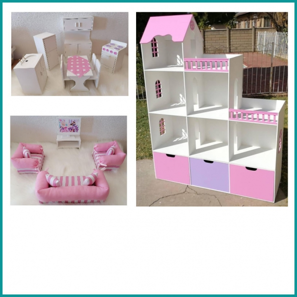 Dollhouses / Pretend Play
