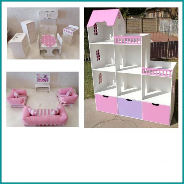 Dollhouses / Pretend Play